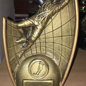 trofeo arquero y balon resina